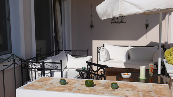 Lounge terrace, perfect for alfresco dining