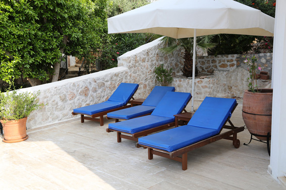 Relax on the large terrace in the shade, with stunning sea views