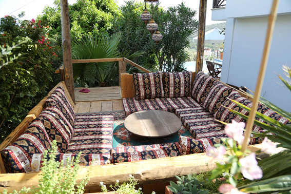 Home Design Ideas Decorating Gardening: Exterior Gardens, Terrace And Private Pool Of Beautiful